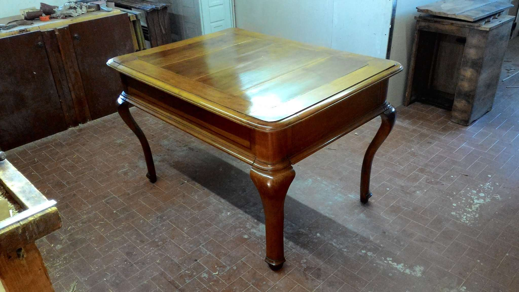 Restoration of a walnut table